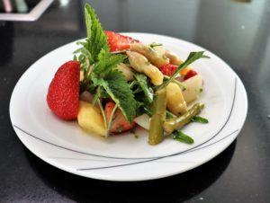 Read more about the article Spargel Erdbeer Salat